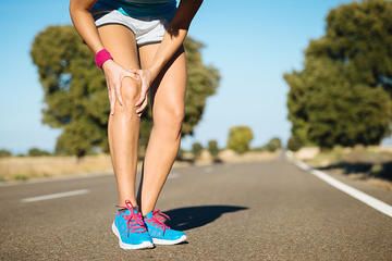 800-runner-with-knee-injury