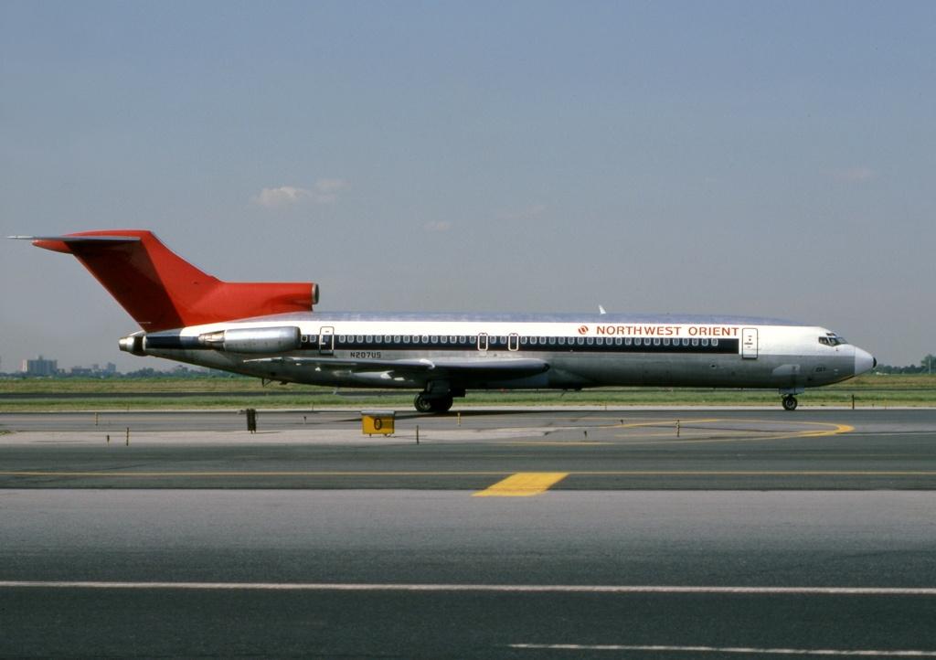 Boeing_727-2B7,_Northwest_Orient_Airlines_JP5964373.jpg